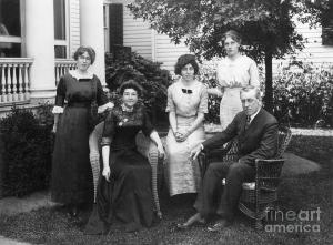 Woodrow Wilson and his daughters and wife.